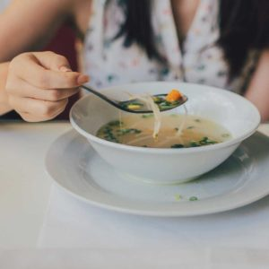 The Benefits of Eating Mindfully (+ How to do it!)